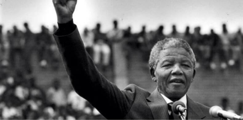 """0163 - Sobre a educação, Nelson Mandela afirma: """"A educação é a arma mais poderosa que você pode usar para mudar o mundo"""""""