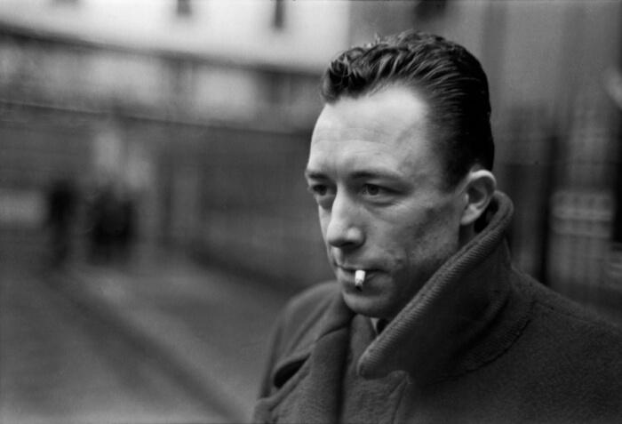 """albert camus - """"Aos vinte anos reina o desejo, aos trinta reina a razão, aos quarenta o juízo"""", por Albert Camus Revista Pazes"""