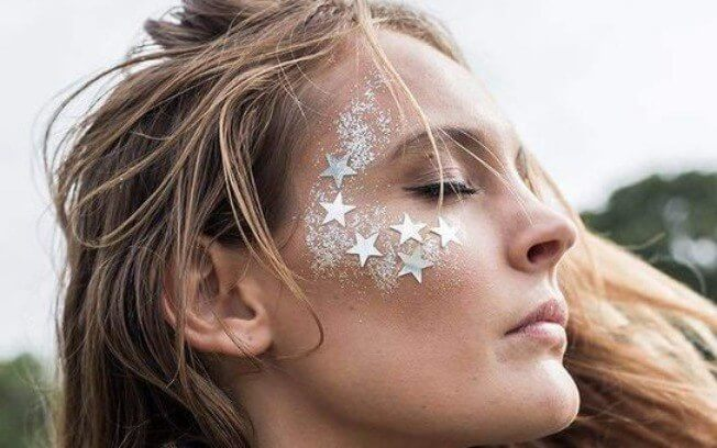 como usar glitter no carnaval maquiagem com glitter glitter para o carnaval pamela auto blog let me be weird blogueira de recife 10 - Inspiração de Maquiagem pro Carnaval??? 16 fotos para ajudar você a se produzir!
