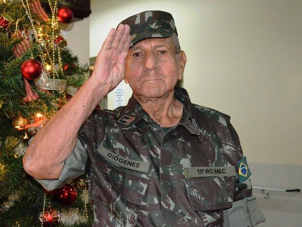 essa 04 - Idoso tem sonho realizado de ser militar por um dia, aos 85 anos!