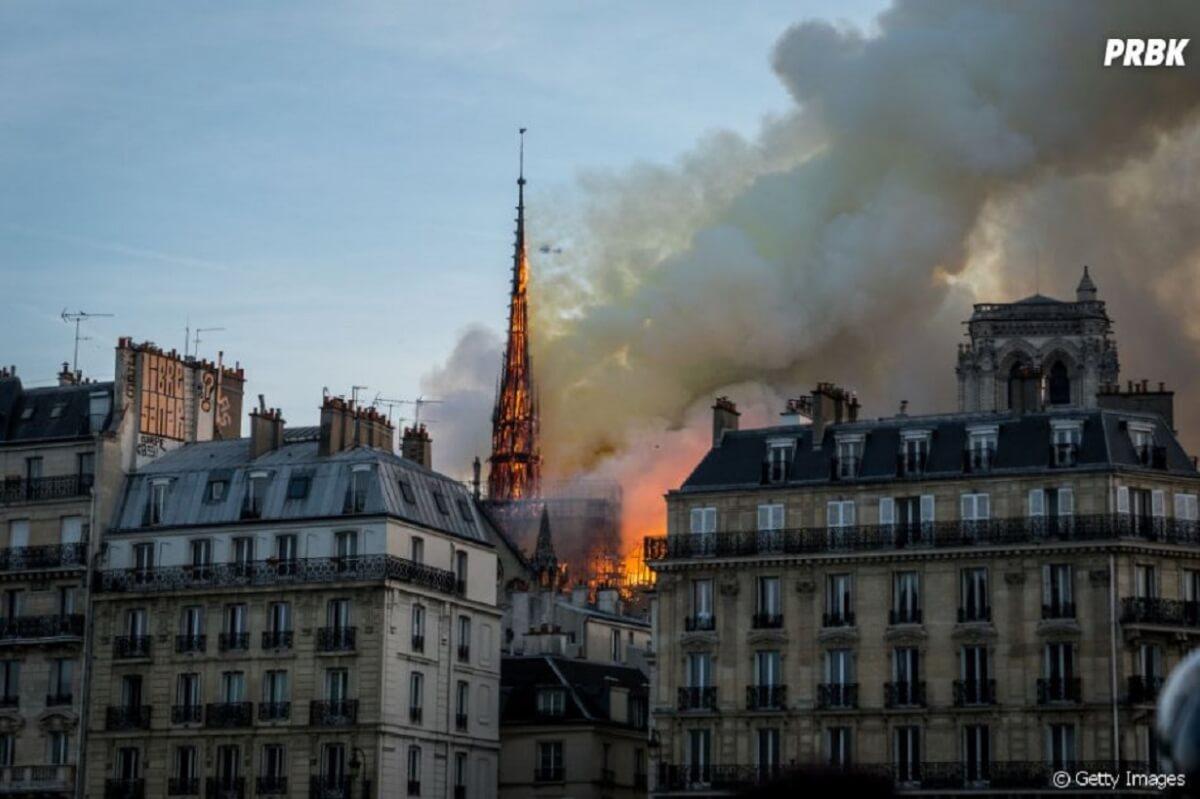 319096 catedral de notre dame pega fogo nesta s 950x0 1 - Catedral de Notre Dame sofreu um incêndio e nada melhor que a poesia para homenageá-la