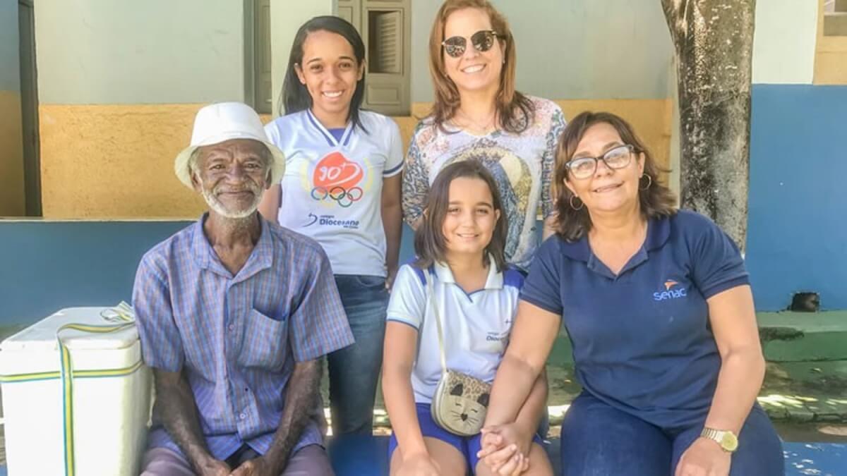 meio 20190416092011 - Com apenas 9 anos, menina ajuda a alfabetizar vendedor de picolé de 68 anos