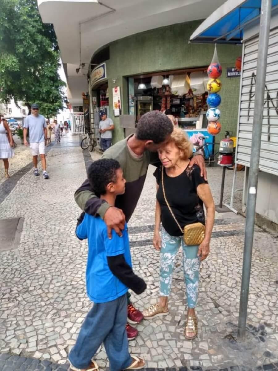 whatsapp image 2019 04 10 at 162033 545x727 - Internautas fazem vaquinha para ajudar homem que atravessou idosa na rua alagada