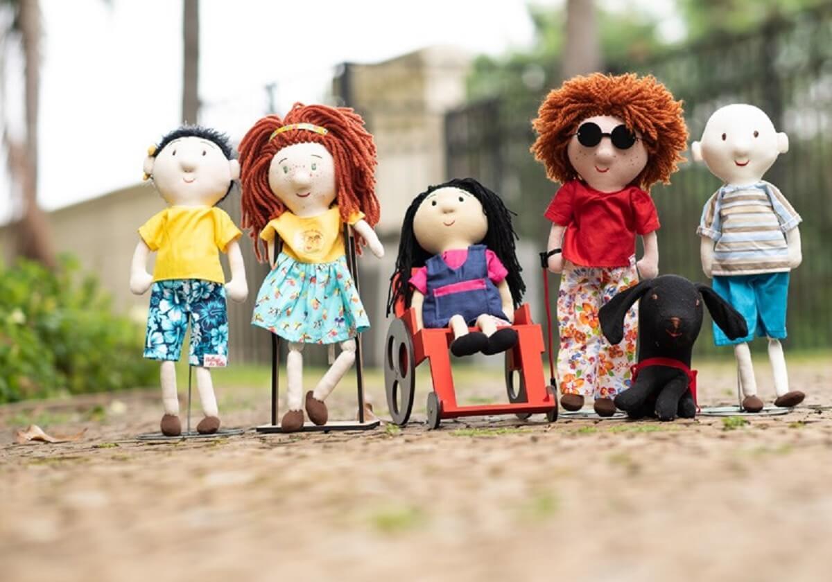 bonecos diferenca1 - Bonecos de pano foram criados por artesã, a fim de promover inclusão!