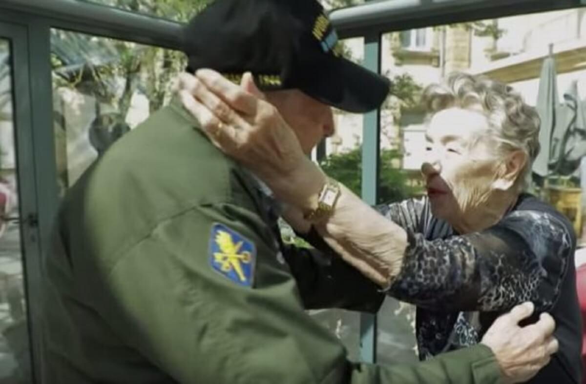 2 12 545x358 - Após 75 anos, veterano da 2° Guerra Mundial reencontra seu amor!