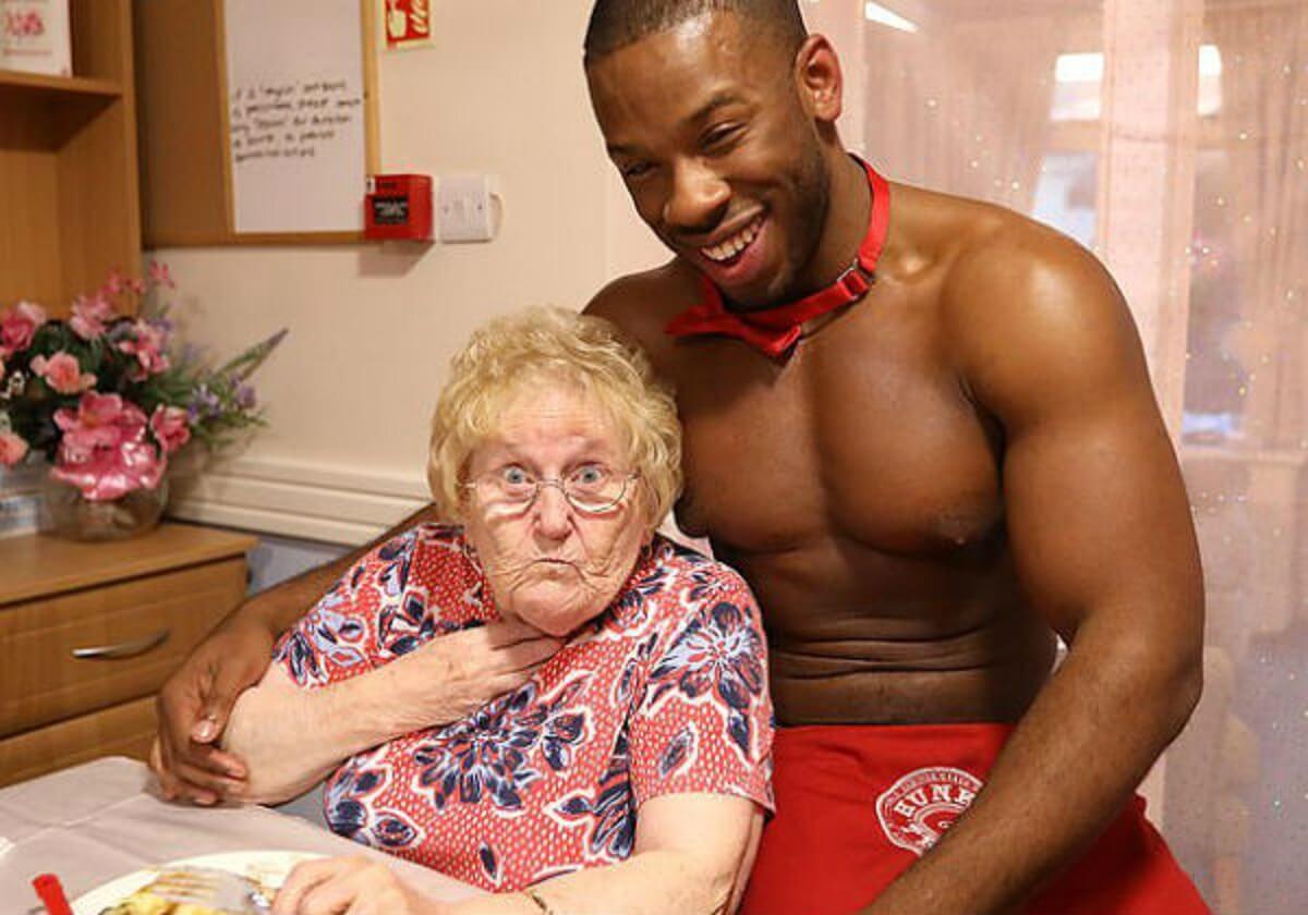"""gogo asilo07 - Idosa de 89 anos pede """"GoGo Boys"""" de aniversário e anima amigas do asilo"""