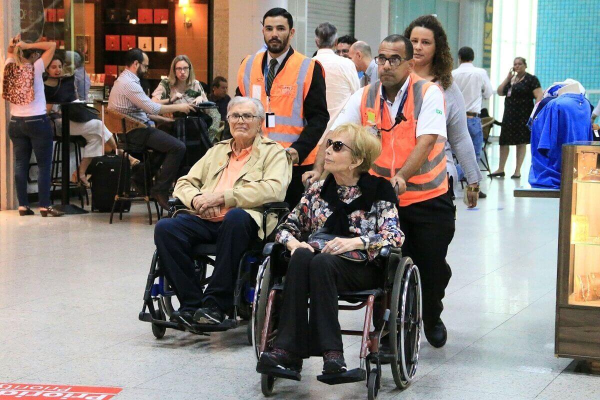 meira - Gloria e Tarcísio Meira são flagrados em cadeiras de rodas e fãs se comovem