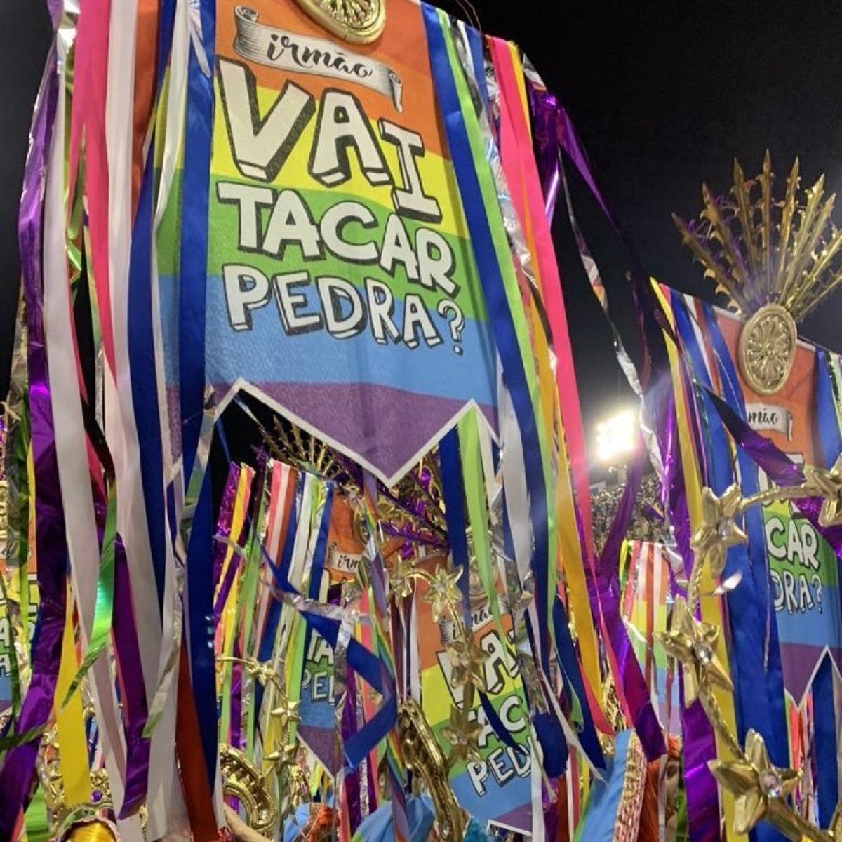 """ERie2jAXYAAckzb - Carnaval 2020: Mangueira leva """"Jesus da gente"""" índio, negro e mulher para Sapucaí"""
