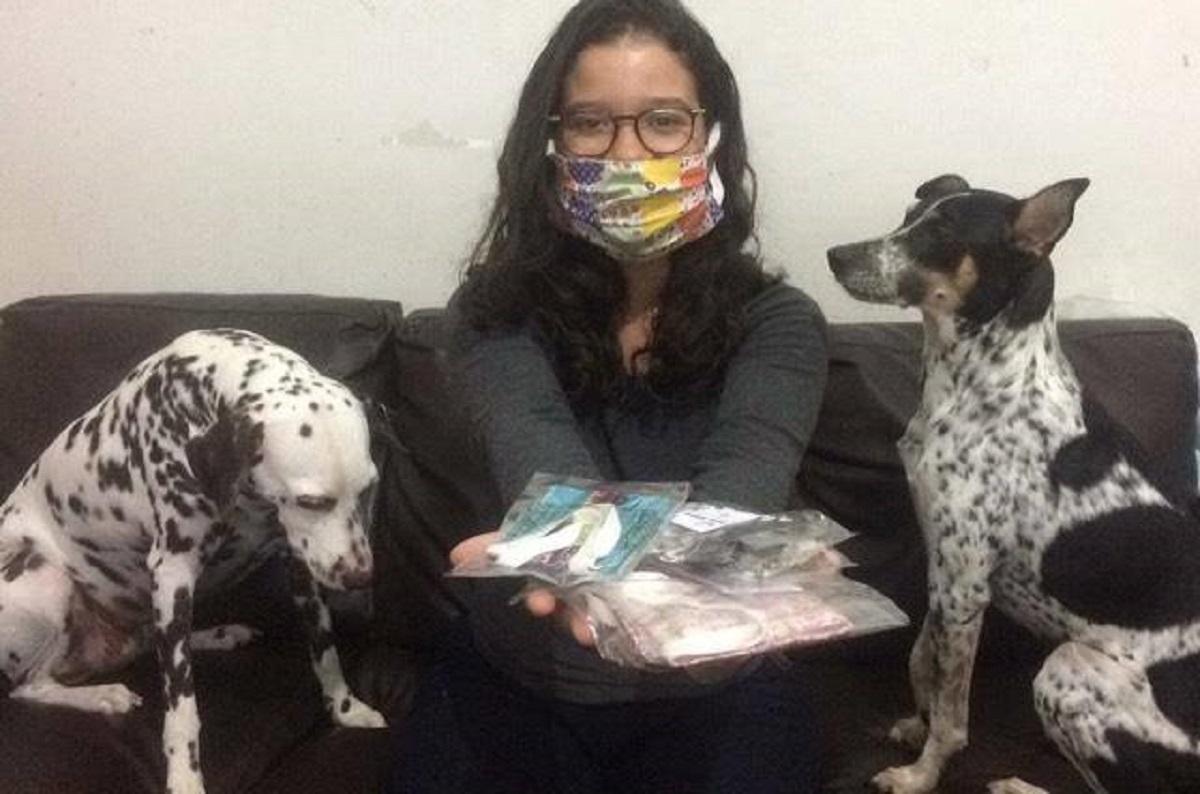 65 95778721 568410907391152 3347303365095718912 n jpg - Moradora do Rio de Janeiro faz troca de Máscaras por Alimentos aos Cães de rua