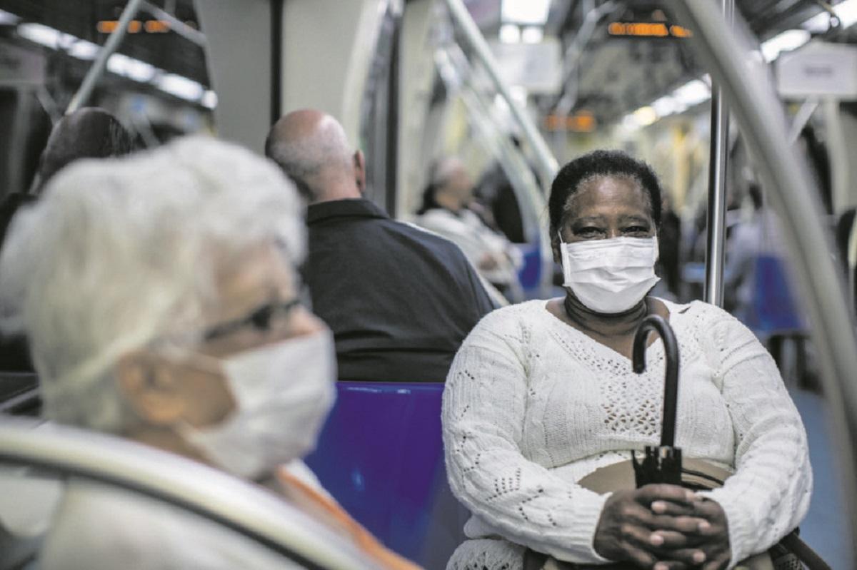 """mulher máscara metrô 144 scaled e1583260242168 - """"Máscara É Sinal De Respeito Pelos Outros"""", use!"""