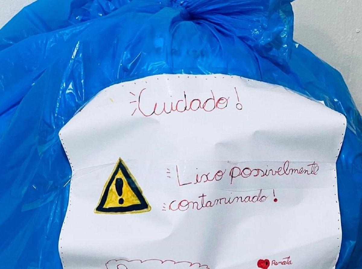corona - Garota com suspeita de Covid alerta Garis com bilhete em saco de lixo!