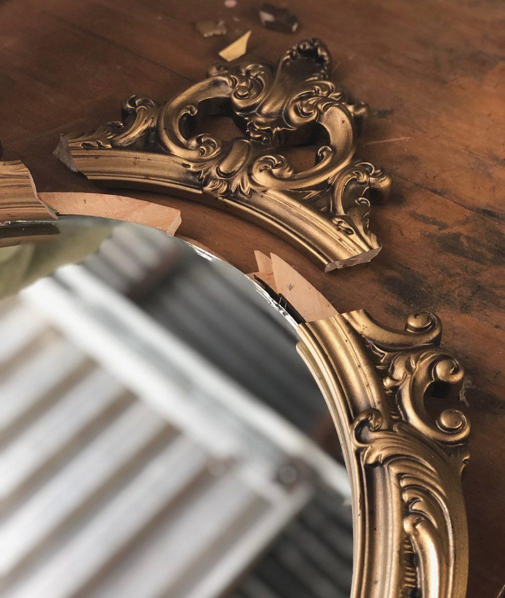 vintage 4052203 1280 scaled - 20 coisas que você deve evitar ter na sua casa, de acordo com Feng Shui!